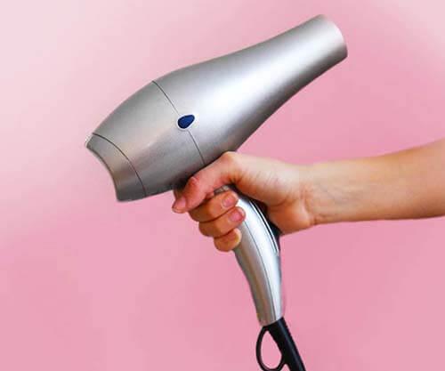 傷みにくい髪の乾かし方